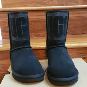 New In Box UGG Classic Short Sparkle Boots